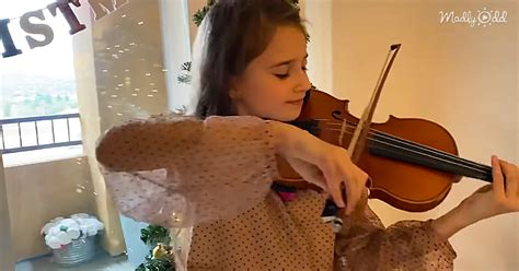 10-Year-Old Violinist Performs 'Silent Night' With Mother
